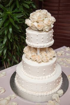 A classic white wedding cake with layers of roses is simply irresistible. {@pinriverland}