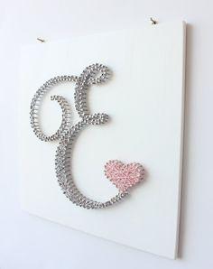 Monogram kwekerij Wall Decor met hart, gepersonaliseerde teken kunst aan de muur, gepersonaliseerde babygift, alfabet teken, gepersonaliseerde naam kunst aan de muur