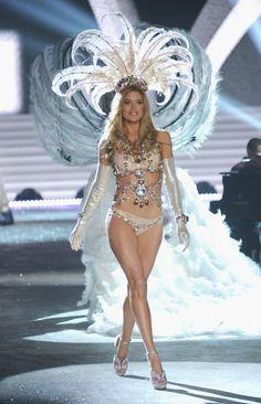 07dbe0e3f2b Doutzen Kroes Photos - Victoria s Secret Angel Doutzen Kroes walks the  runway during the 2012 Victoria s Secret Fashion Show at the Lexington  Avenue Armory ...