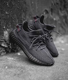 You can never have too much heat, so cop the adidas Yeezy Boost 350 Black. This Yeezy Boost 350 V Yeezy Boost 350 Schwarz, Yeezy Boost 350 Noir, Yeezy Boost 350 Black, Yeezy 350 V2 Black, Yeezy Sneakers, Yeezy Shoes, Casual Sneakers, Sneakers Fashion, Sneakers Adidas