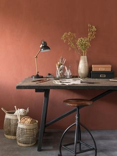 The color terracotta imposes its sunny hue in the house - deco Minimalist Decor, Modern Minimalist, Decor Interior Design, Interior Decorating, Estilo Interior, Industrial Stool, Industrial Metal, Affordable Furniture, Furniture Stores