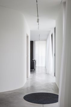 Dwell - 10 Minimalist and Monochromatic Homes in Belgium - Photo 5 of 11