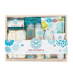 Honest Baby Arrival Gift Set includes 7 essential items made with non-toxic, safe & natural ingredients for both baby & mom. The set is wrapped in a beautiful lightweight reusable wooden box made from sustainable paulownia wood.