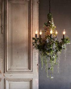 Gold Christmas Decorations, Wedding Decorations, Botanical Interior, Deco Nature, Flower Chandelier, Flower Installation, Dried Flowers, Floral Arrangements, Beautiful Homes