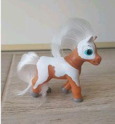 Chestnut skewbald magazine pony Tinkerbell, Pony, Disney Characters, Fictional Characters, Horses, Plastic, Magazine, Disney Princess, Pretty