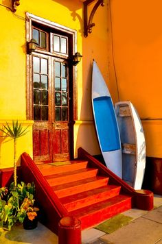 door / entrance way Beach house in Callao, Peru World Of Color, Color Of Life, Beautiful Places To Visit, Great Places, Living Colors, Doorway, Architecture, Stairways, Windows And Doors