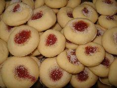 Deliciosos biscoitos amanteigados diversos sabores.