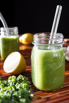 Back On Track Green Monster (Banana Free) a Detox smoothie Smoothie Kale, Detox Smoothies, Yummy Smoothies, Smoothie Drinks, Smoothie Recipes, Veggie Smoothies, Yogurt Smoothies, Smoothie Cleanse, Strawberry Smoothie