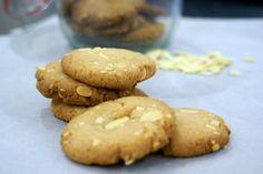 Almond and vanilla cookies...