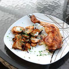 Bärlauch Hendl mit Topinambur | Wild Garlic Drumsticks with Sunchoke Chips Marinated Chicken, Tandoori Chicken, Wild Garlic, Chicken Drumsticks, Finger Foods, Side Dishes, Good Food, Chips, Group