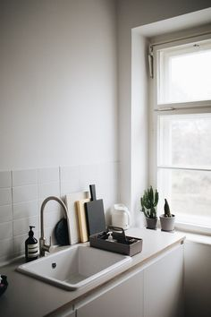 Minimalist Kitchen Interior - Christoph Kummecke Apartment - Berlin (8) – Design. / Visual.