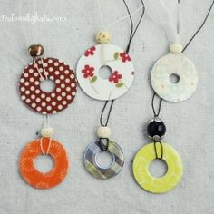 Step by step tutorial for making beautiful necklaces out of washers. Cheap and easy!