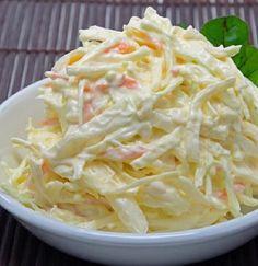 Salada simples de repolho com iogurte e maça - Receitalightfacil.com