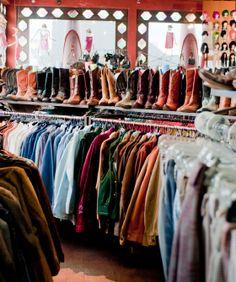 """J'ai découvert une addiction au """"thrift shop"""" american qui sont appelés en France, Boutiques vintage... ces magasins avec des vêtements uniques à petits prix ? mais que demander de plus ! (un conseil, taper magasins vintage et le nom de villes au alentours de chez vous et vous trouverez, j'en suis sur, le bonheur vestimentaire)"""