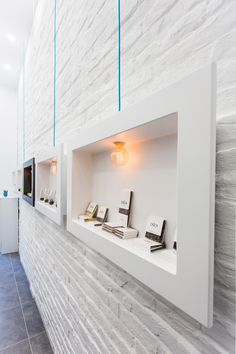 Super Ideas For Jewerly Shop Lighting Retail Design Showroom Design, Shop Interior Design, Retail Design, Design Shop, Jewellery Shop Design, Jewellery Showroom, Jewelry Shop, Chocolate Stores, Retail Interior