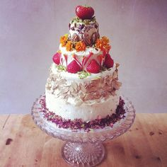 lily vanilli fruit and flower cake