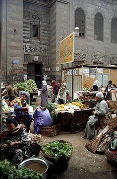 El Cairo  (Egipto).  Mercadillo de verduras (calle El Megharbleen)
