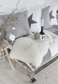 Interior Design: 76 Inspiring Scandinavian Christmas Decorating With Gray And White Sofa And Pillows And Table Ornament And Wooden Floor Scandinavian Christmas, Scandinavian Interior, White Christmas, Scandinavian Style, Monochrome Interior, Modern Interior, Diy Christmas, Christmas Ornaments, Pallet Bedframe