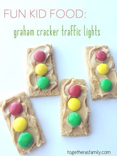 Fun Kid Food: graham cracker traffic lights. Perfect do-it yourself snack for the kids that they will love. http://www.togetherasfamily.com