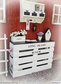 Kid's Beds Ideas for Your Lovely One Wooden Pallet Furniture, Diy Furniture Projects, Pallet Projects, Wood Pallets, Home Projects, Wall Heater Cover, Diy Radiator Cover, Palette Deco, Diy Pinterest