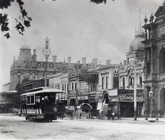A tram rumbles down Pall Mall, Ballarat in the early century. Consider how alike the 2 young cities then were - but how different their futures . Melbourne Victoria, Victoria Australia, Old Photos, Vintage Photos, Melbourne Suburbs, Pall Mall, Historic Houses, Historical Architecture, Back In The Day