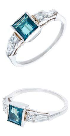 Art Deco Natural Alexandrite Diamond Platinum Ring, Art Deco Alexandrite ring circa 1920-1930. Platinum.