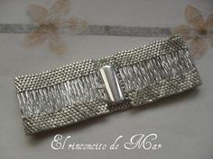 El rinconcito de Mar: Brazalete Canutere plateado. Bugles and seed beads - very pretty
