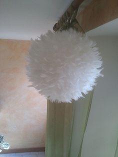 Belle lampe en plumes blanche ( fait à la main ) : Luminaires par anna-deco