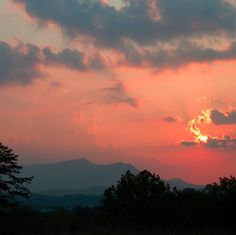 Beautiful skies in the Smokies! Have many times have you vacationed in the Smoky Mountains?