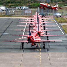Raf Red Arrows, Airplane Crafts, Air Show, Hawks, Airplanes, Hot Rods, Aircraft, Action, Planes