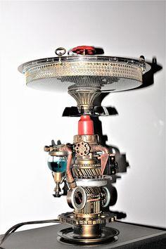 настольная лампа из метала