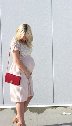 Maternity Tops For the Modern Day and Stylish Mom-To-Be Cute Maternity Dresses, Maternity Skirt, Stylish Maternity, Maternity Pictures, Maternity Wear, Maternity Tops, Maternity Fashion, Maternity Style, Pregnancy Wardrobe