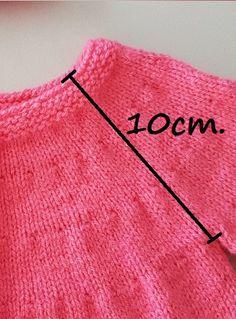 Diy Crochet Cardigan, Crochet Baby Pants, Knit Baby Dress, Knitted Baby Clothes, Baby Cardigan, Knit Crochet, Knitting Wool, Knitting For Kids, Baby Knitting Patterns