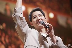 Song Joong-ki releases photos from meet-and-greet