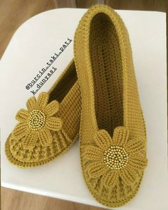 How to wash baby clothes? Crochet Shoes, Crochet Clothes, Crochet Gifts, Crochet Baby, Knitting Patterns, Crochet Patterns, Weaving Designs, Knitted Slippers, Lace Slip