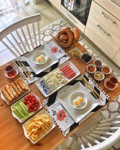 Planning A Perfect Breakfast Breakfast Table Setting, Breakfast Platter, Breakfast Buffet, Breakfast Toast, Breakfast Presentation, Food Presentation, Iftar, Turkish Breakfast, Breakfast Bread Recipes