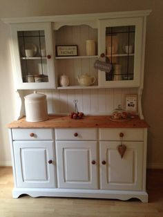 creative shabby chic design with welsh dresser house ide Shabby Chic Living Room Furniture, Home Living Room, Living Room Designs, Shabby Chic Kitchen, Shabby Chic Homes, Welsh Dresser, Kitchen Dresser, Furniture Makeover, Decorating Your Home