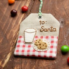 Learn how to make this linen Christmas tag that you can use over and over. Photo tutorial.