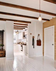 Plancher blanc, poutre plafond wow