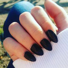 "Gefällt 6 Mal, 1 Kommentare - Demi._. (@sodacorn___) auf Instagram: ""#mynails #black #photography #nailstagram #nails #nailsart  #outside"""