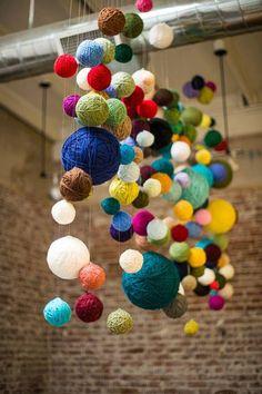 what a cute idea! kuler heklet nøster mange farger kan dit doen met binnenin isimo bollen