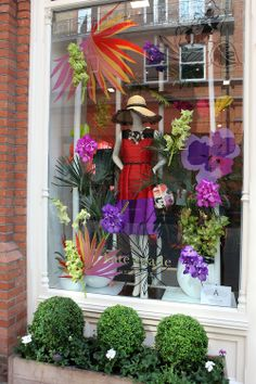 Celebrating The Chelsea Flower Show with Kate Spade New York - Coco's Tea Party Spring Window Display, Shop Window Displays, Store Displays, Chelsea Flower Show, Shop Front Design, Store Design, Window Plants, Visual Merchandising Displays, Boutique Design