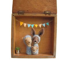 FINGER PUPPET BOX Needle Felted Kangaroo and Camel Family in a Vintage Wooden Box, Eco Friendly Toy, Wall Hanging, Nursery Decor, Children