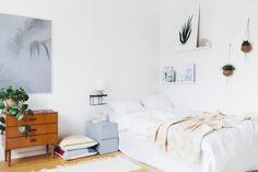 Leuke decoratie in een simpele slaapkamer | HOMEASE