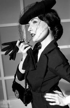 Dita style Dita von Teese b. Dita Von Teese Burlesque, Dita Von Teese Style, Dita Von Tease, Provocateur, Old Hollywood Glamour, Mode Vintage, Retro Vintage, Pin Up Style, Up Girl