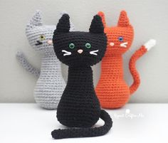Meow! I've got a PURRfect pattern for all you cat lovers! How cute are these crochet cats sitting so pretty with their long (bendable!) tails and colored safety eyes. Another simple pattern so you can easily make more than one! Mydaughter couldn't wait to get her hands on these snuggly kitties! Materials: –Bernat Super Value …
