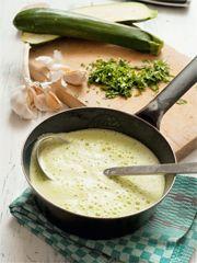 Zucchinisuppe. Rezept von Steffen Henssler.