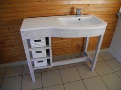 Meuble vasque courbe par Peiot - Un petit défi pour moi que d'habiller cette vasque.  On est sur du chêne cérusé et vernis.  Quelques images de la préparation de la traverse avant: