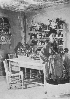 Frida en su cocina de la casa azul