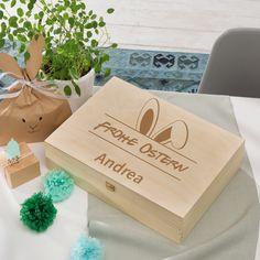 Holzkisten im Erwin Müller Online-Shop Place Cards, Place Card Holders, Personalized Gifts, Wooden Crates, Kawaii, Easter Activities, Nice Asses